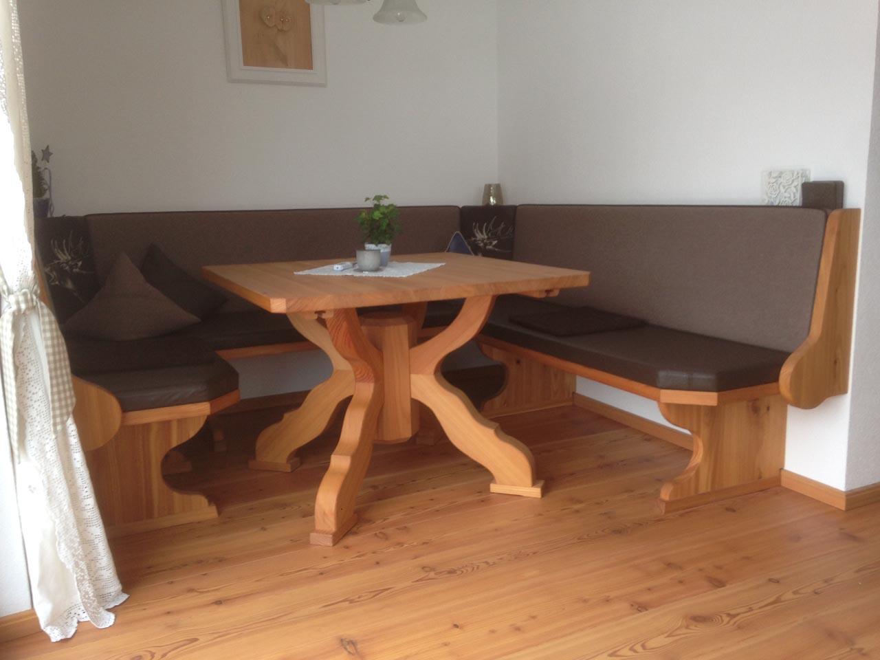 eckbank tisch lifestyle tischlerei thomas w tzer tannheim tirol lifestyle tischlerei. Black Bedroom Furniture Sets. Home Design Ideas