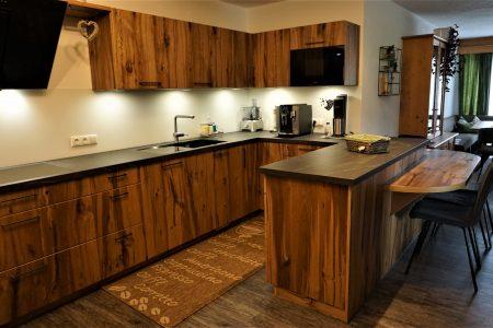 Tischlerküche aus Altholz Eiche